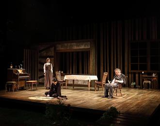 센트온, 연극 '우리가 사랑했던 정원에서' 통해 향기 선물 눈길